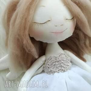 białe dekoracje anioł dekoracja tekstylna aniołek