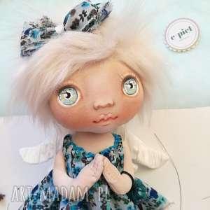 z dedykacją dekoracje aniołek - figurka tekstylna z koralikiem
