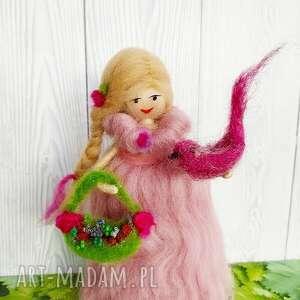 dekoracje laleczka-wełniana laleczka malwina. Wiosenna