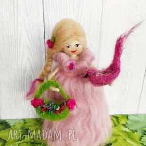 hand-made dekoracje kwiaty laleczka malwina. Wiosenna