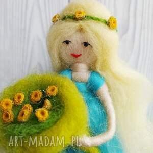 dekoracje wiosenna-dekoracja laleczka wiosna. Kwiatowa wróżka