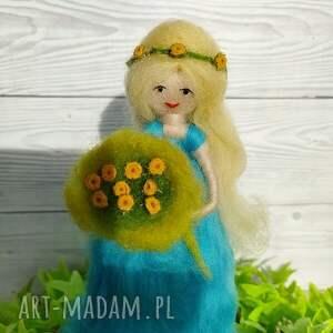zielone dekoracje wiosenna-dekoracja laleczka wiosna. Kwiatowa wróżka