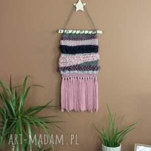 fioletowe dekoracje makrama makatka dekoracja ścienna