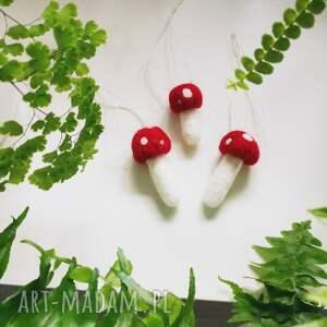 czerwone dekoracje muchomorki z wełny