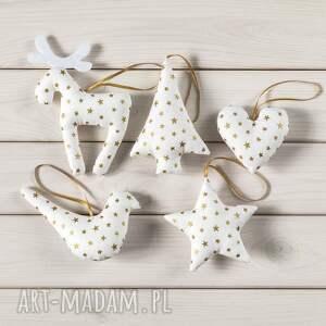 pomysł na świąteczne prezenty dekoracja ozdoby choinkowe białe w złote