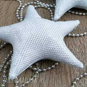 pomysł na upominek na święta srebrne ozdoby na choinkę w stylu