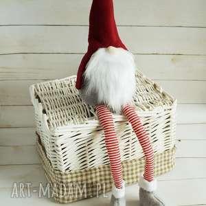 prezent pod choinkę świąteczny skrzat