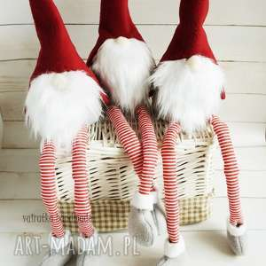 prezent pod choinkę skrzat świąteczny