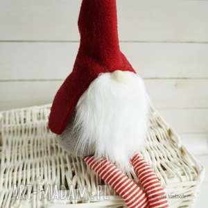 prezent pod choinkę szare świąteczny skrzat