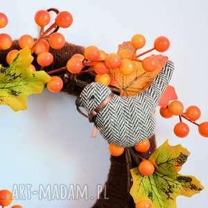 intrygujące dekoracje wianek jesienny z ptaszkami