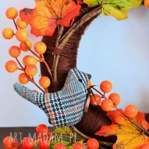 brązowe dekoracje jesień wianek jesienny z ptaszkami