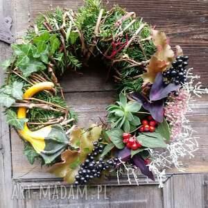 zielone dekoracje natura wianek na drzwi