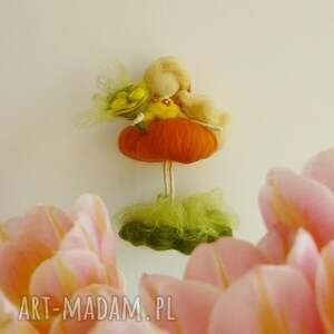 dekoracje filc wiosenna wróżka zbierająca kwiaty