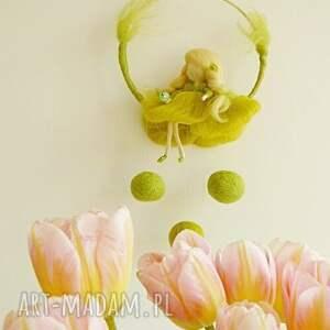 handmade dekoracje filc wiosenna wróżka odpoczywająca pod