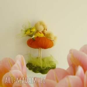 dekoracje wróżka wiosenna zbierająca kwiaty
