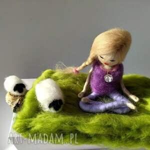 oryginalne dekoracje relaks yoga-medytacja. Yoginka felicja