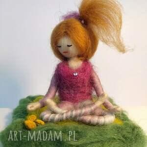 oryginalne dekoracje yoga & medytacja. Yoginka suzanna
