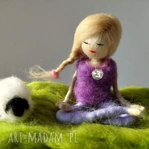 yoga dekoracje zielone yoga-medytacja. Yoginka felicja