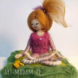 yoga dekoracje zielone & medytacja. Yoginka suzanna