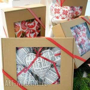 świąteczny prezent czerwone zawieszki na choinkę