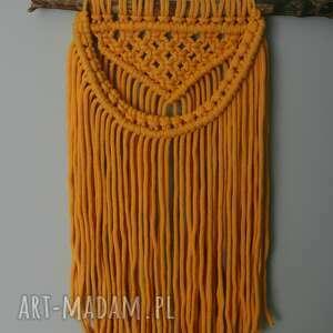 dekoracje scandi żółta makrama