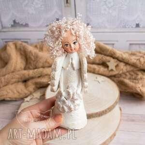 anioł dla dziecka wykonany dłońmi