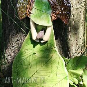 anioł ceramiczny dla dziecka zielone buczynowy z ptaszkiem