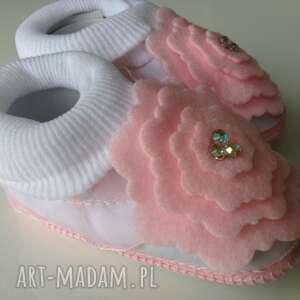 różowe dla dziecka buciki komplet do chrztu
