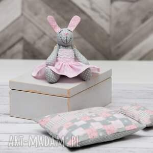 skrzyneczka dla dziecka różowe króliczek w skrzyneczce prezent