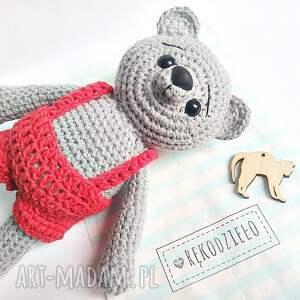 handmade dla dziecka misie szary miś w czerwonych spodenkach