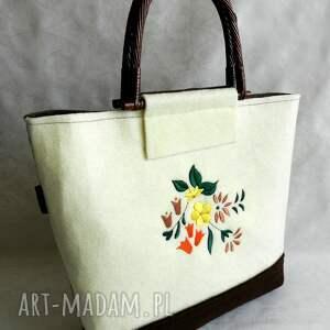 hand made bambusowe filcowa torebka z kwiatowym haftem