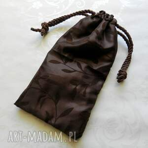 haft filcowa torebka z kwiatowym haftem