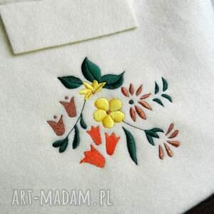 hand made haft filcowa torebka z kwiatowym haftem