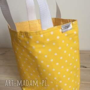 żółte do ręki prezent lady with yellow