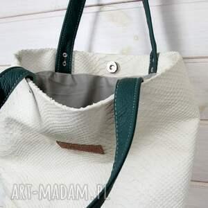 beżowe do ręki tłoczona skórzana torebka