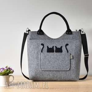 Szara torebka z filcu z dwoma kotami