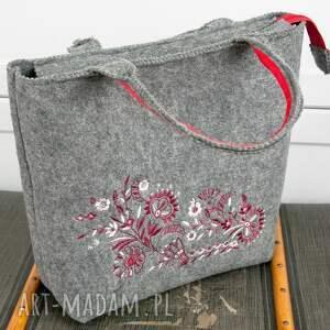czerwone torebka szara filcowa, haft, kwiaty