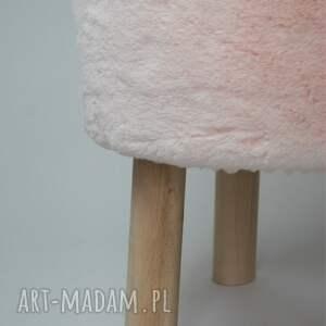 białe dom fjerne s futrzak różowy