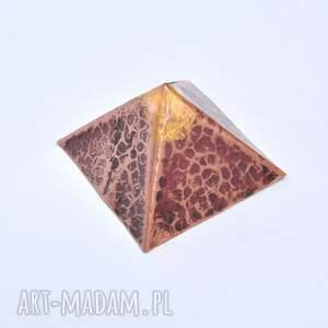 brązowe dom piramidka energetyzująca