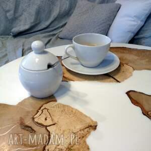 dom drewniany stolik kawowy z grabu i białej