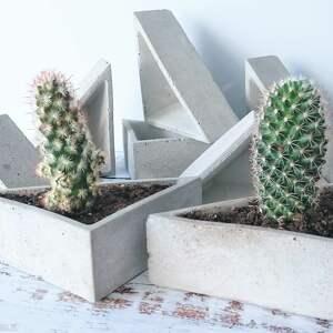 dom trójkątne doniczki betonowe. wymiary