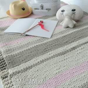 efektowne dywan chodnik w pastelowych kolorach