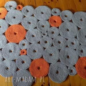 niebanalne dywany dywan dziergany krążki