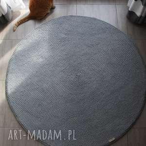 dziergany dywan okrągły ze sznurka round