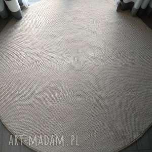 dywan dziergany okrągły ze sznurka