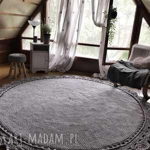 duży dywan ręcznie pleciony koronka