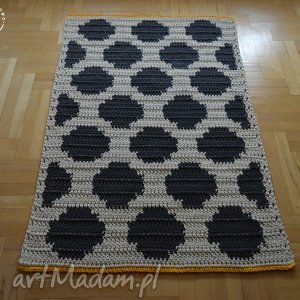 atrakcyjne kropki dywan w