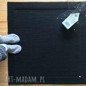 czarne dywan w ramie 100x100