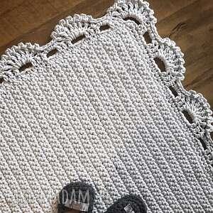 białe dywanik dywan z koronką kwadrat