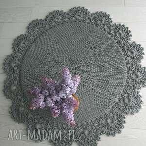 koronka dywan z ozdobną koronką